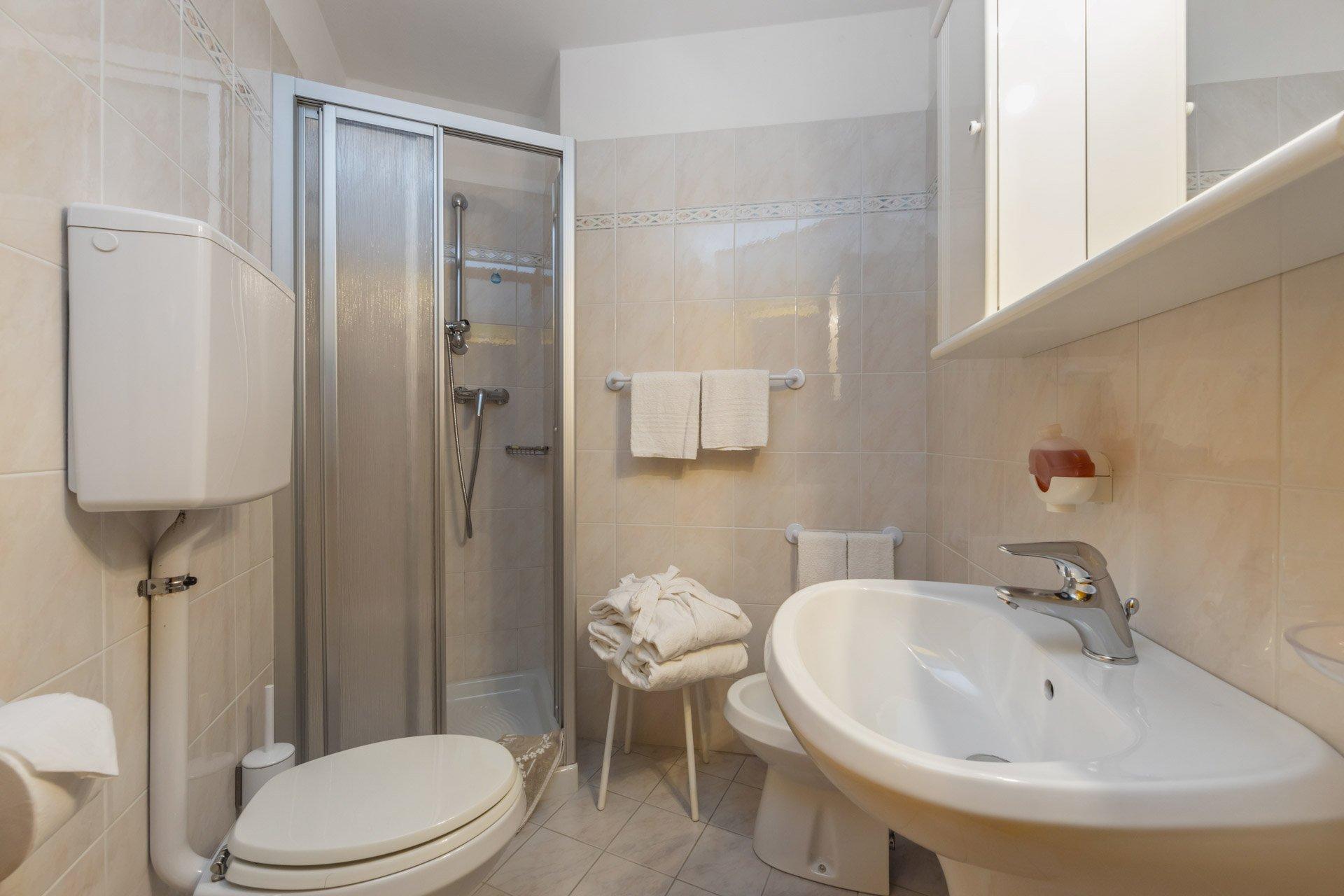 hotel-vicino-molveno-e-terme-di-comano-miravalle-cucina-tipica-con-piscina-112