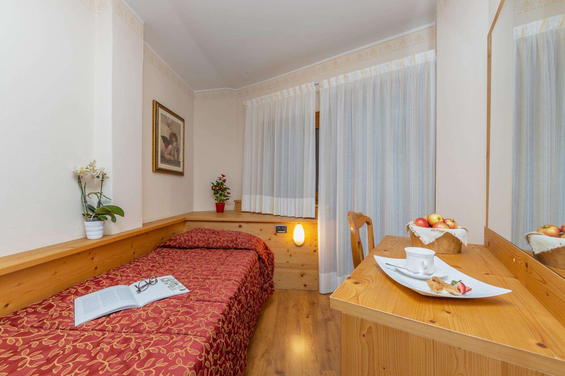 hotel-vicino-molveno-e-terme-di-comano-miravalle-cucina-tipica-con-piscina-114
