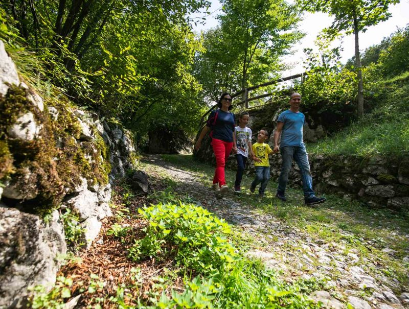 lago-di-nembia-dolomiti-di-brenta-miravalle-6